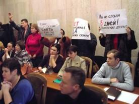 «Безмолвные» пикетчики президиума севастопольского горсовета решили громко высказаться | Деградация Севастополя