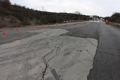 Оползень научастке дороги Севастополь-Симферополь перестал прогрессировать