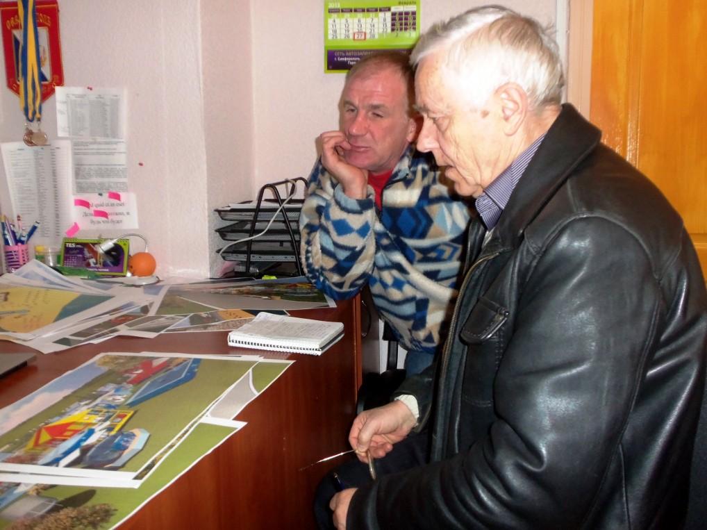 Григорий Донец, председатель ИГ «Солнечный Херсонес» и Борис Олейников, начальник службы пляжей КП «