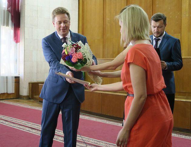 Многодетные семьи Севастополя получили сертификаты нановое жилье