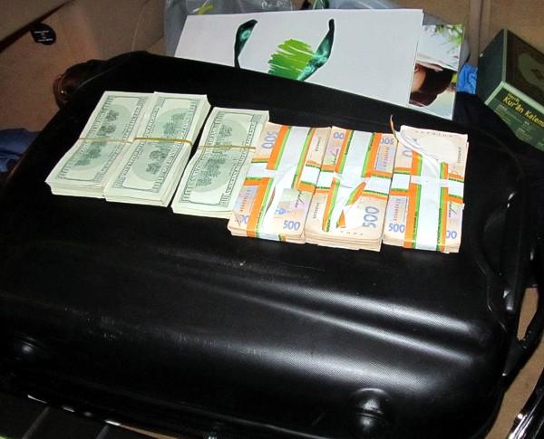 На таможне в Севастополе у турка изъяли крупную сумму денег ...
