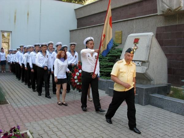 Фоторепортаж: в Севастополе отметили годовщину начала войны шлюпочным парадом фото 11