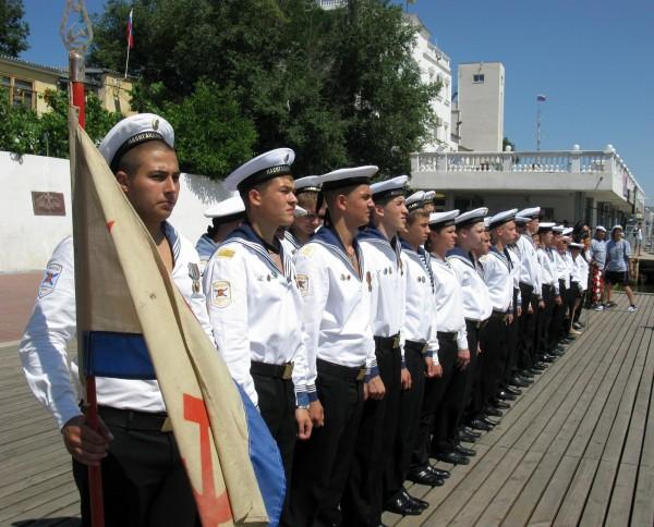 Фоторепортаж: в Севастополе отметили годовщину начала войны шлюпочным парадом фото 12