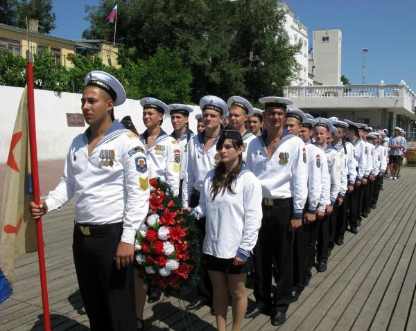 Фоторепортаж: в Севастополе отметили годовщину начала войны шлюпочным парадом фото 13