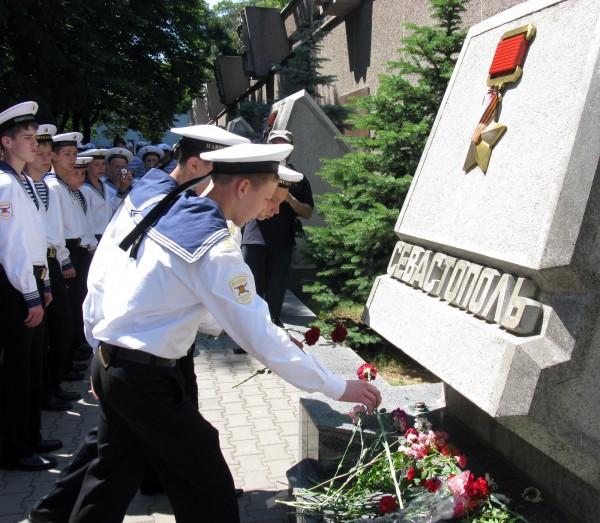 Фоторепортаж: в Севастополе отметили годовщину начала войны шлюпочным парадом фото 17