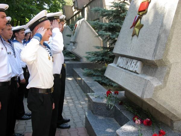 Фоторепортаж: в Севастополе отметили годовщину начала войны шлюпочным парадом фото 9