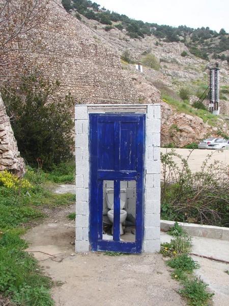 Свеча над черной дыркой: Севастополю требуется туалетная реновация