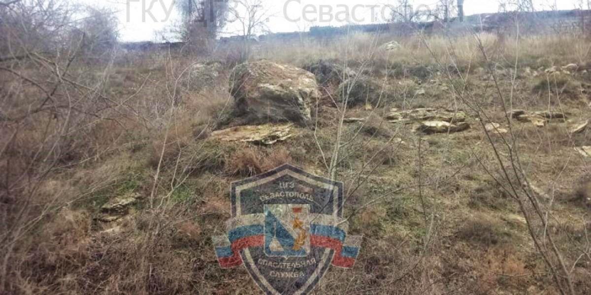 В Севастополе продолжают ловить камни с неба