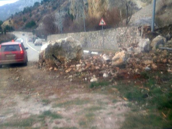 Под Севастополем произошел камнепад на трассе