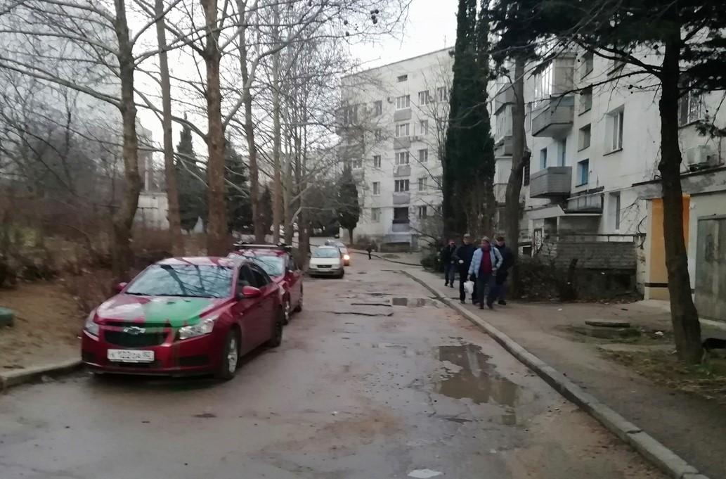 Цвет мести – зелёный? В Севастополе неизвестные обливают краской автомобили