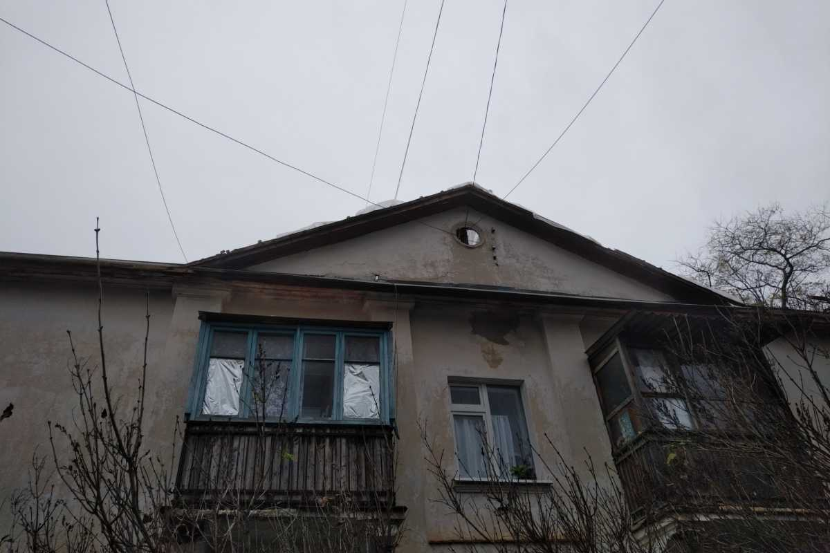 Севастопольцы мокнут под дождем прямо в квартирах