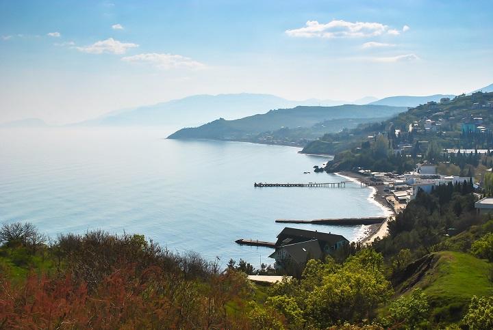 Жить у моря: россияне покупают дома в Крыму для старости