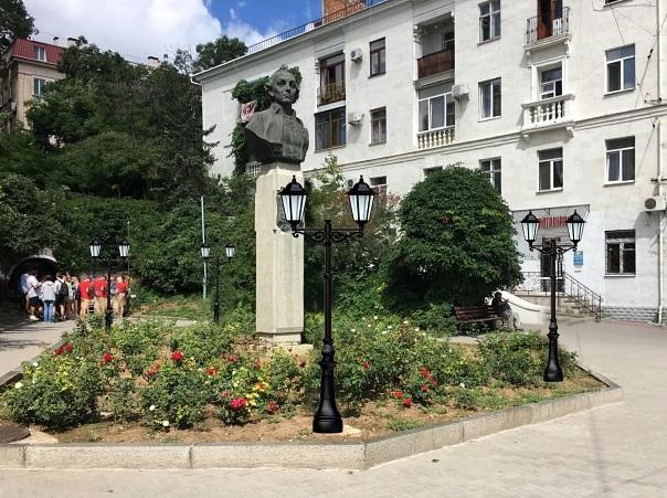 Светло и страшно: новое освещение грозит изуродовать центр Севастополя