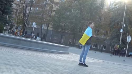 ForPost - Как россияне реагируют на людей с украинским флагом