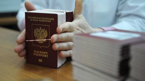 ForPost - Кабмин одобрил документ о сокращении срока выдачи загранпаспортов