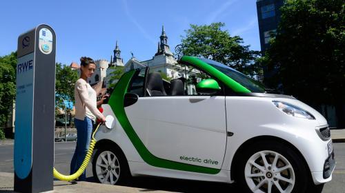 ForPost - Кабмин предложил освободить электромобили от транспортного налога