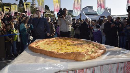 ForPost - Приготовленный в Сочи гигантский хачапури вошел в Книгу рекордов России