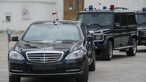 ForPost - Песков сообщил о 60 ложных звонках о бомбах на пути кортежа Путина