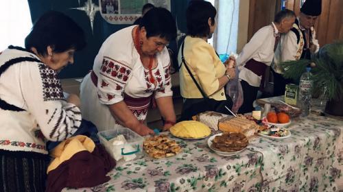 ForPost- В Севастополе белорусы щедро накрыли столы грекам