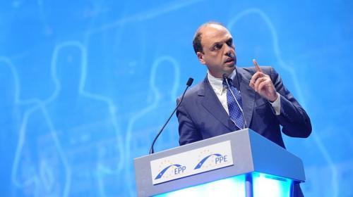ForPost - Глава МИД Италии заявил о необходимости учитывать интересы русскоязычных граждан Украины