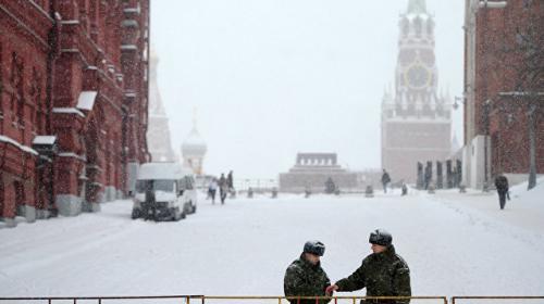 ForPost - К уборке снега в Москве привлекли военных