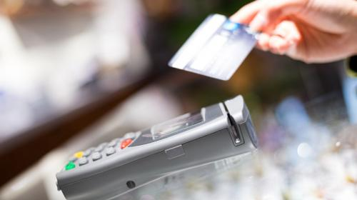 ForPost - В РФ начали тестировать снятие наличных с карт в кассах магазинов
