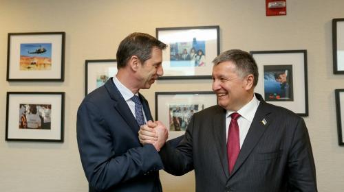 ForPost - Аваков обсудил с помощником госсекретаря США свой план по Донбассу и Крыму