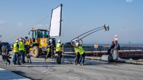 ForPost- Строительство Крымского моста легло в основу романтической комедии