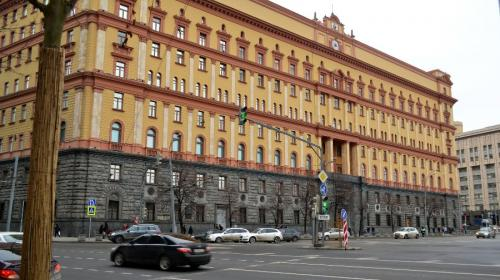 ForPost - В Москве задержали двух мужчин, закидавших яйцами здание ФСБ