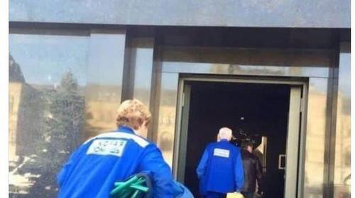 ForPost - «Ленин жив?»: Снимок спешащих в Мавзолей медиков озадачил интернет-пользователей