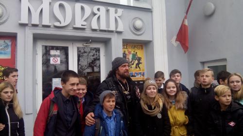 ForPost- Школьников Севастополя вместо уроков отправляют на фильм «Ночных волков»