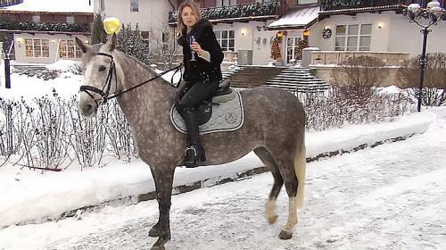 ForPost- Поклонская верхом на коне поздравила россиян с Новым годом