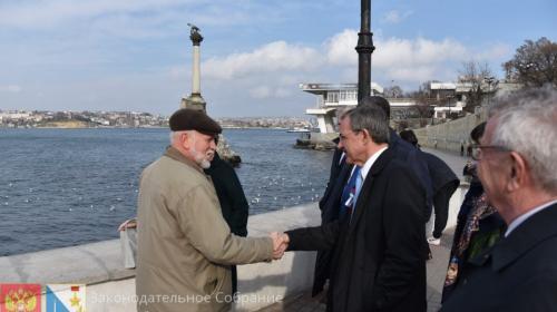 ForPost- Французы в Севастополе осудили санкции и поблагодарили горожан за историческую память
