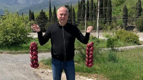 ForPost- Украинский нардеп Шуфрич затарился в Крыму луком