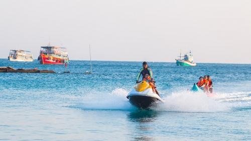 ForPost- В Крыму 14 человек на банане бросили в открытом море