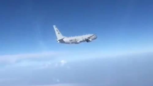 ForPost- Видео перехвата российским СУ-27 самолета ВМС США возле Крыма появилось в сети