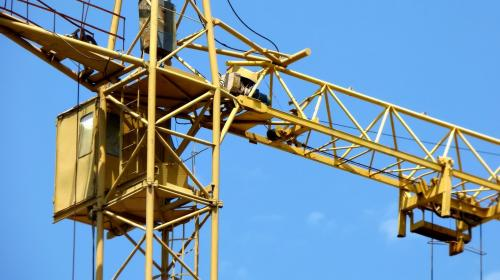 ForPost- В Севастополе машинист объявил голодовку в кабине башенного крана