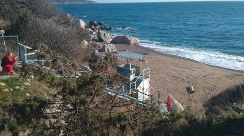 ForPost- Севастопольцам рано прощаться с пляжем в Батилимане