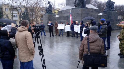 ForPost- В Севастополе митингуют против химатаки и просят установить «роль Лебедева»