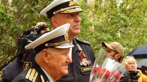 ForPost- В Севастополе ЧФ провел персональный парад для ветерана