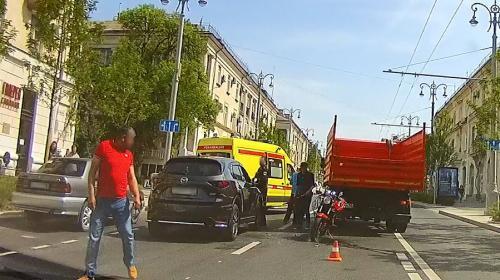 ForPost- Девушка-мотоциклист попала в аварию на Большой Морской в Севастополе