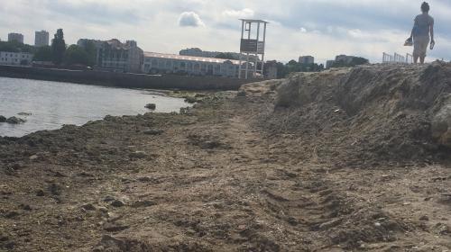 ForPost - Убогость и грязь. Как в Севастополе готовят пляж Омега к лету