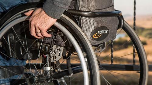 ForPost - В Крыму покалеченному инвалиду не могут найти крышу над головой
