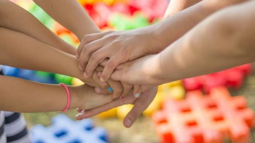 ForPost - В Польше хотят запретить усыновлять детей однополым парам
