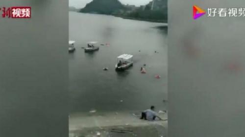 ForPost - В Китае школьный автобус упал в водохранилище