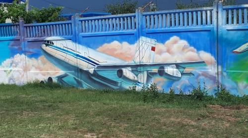 ForPost - Гигантское граффити появилось на территории главного аэропорта Крыма