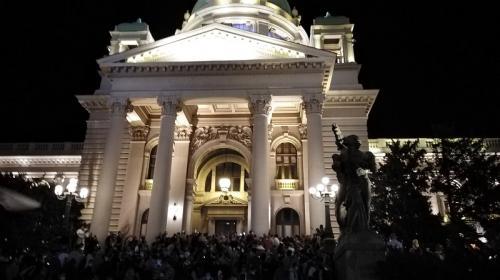ForPost - Десятки человек пострадали во время бунта в Белграде