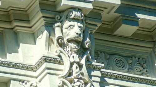 ForPost - Строители вышибают долги из реконструкторов главного музея Севастополя