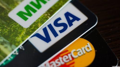 ForPost - Банковскую кредитку в России получить стало сложнее
