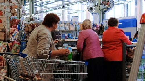 ForPost - Россияне стали меньше покупать товары у кассы